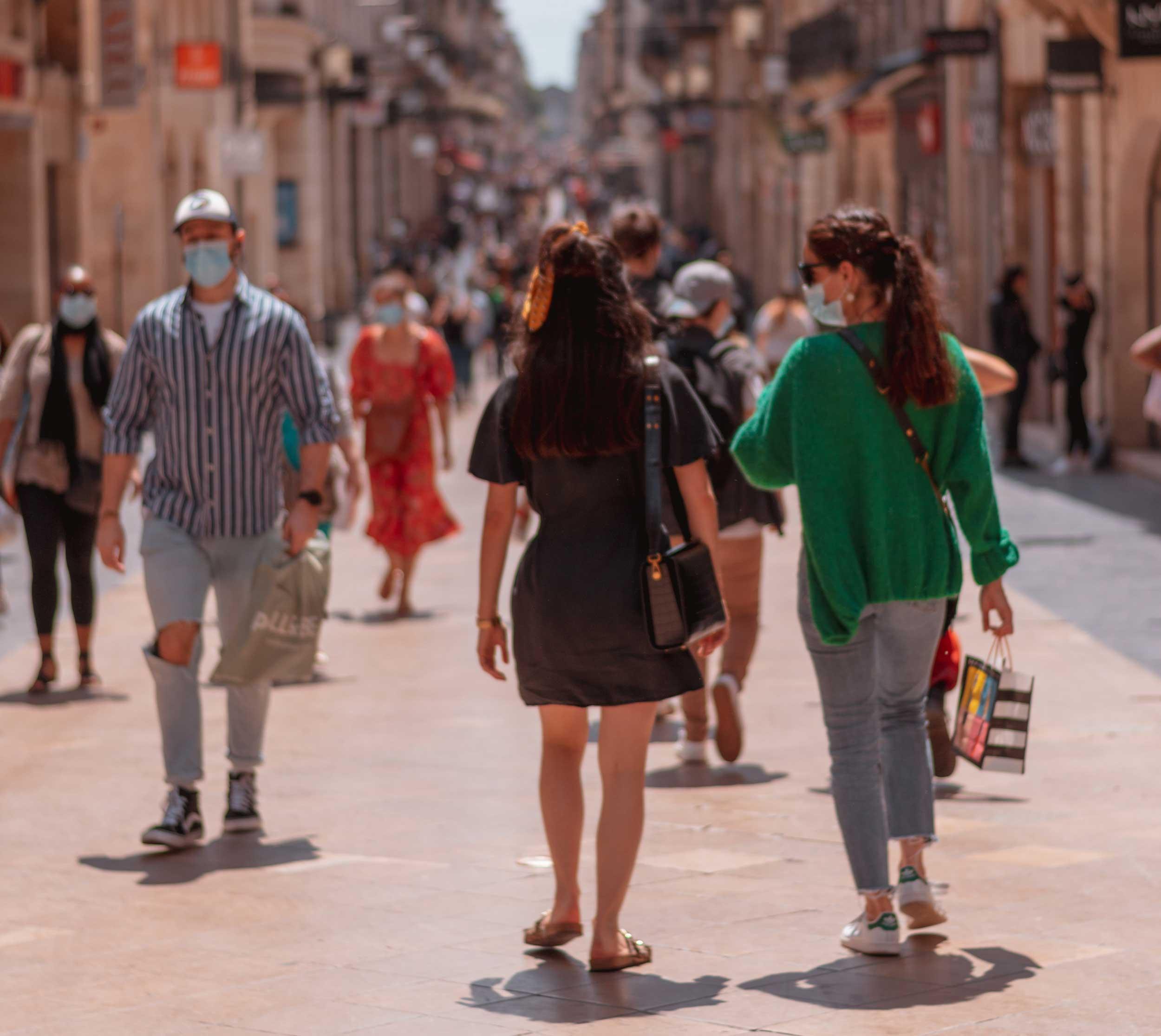 Deuxième vague de Covid-19 : le masque bientôt obligatoire dans les lieux publics clos ?